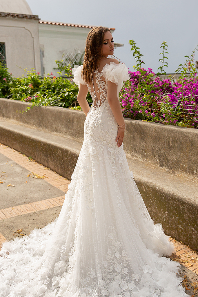 Wedding dress Flamenko Silhouette  Fitted  Color  Ivory  Neckline  Sweetheart  Sleeves  Off the Shoulder Sleeves  Train  With train - foto 4