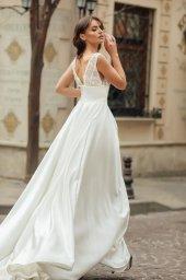 Wedding dress Bernadette Silhouette  A Line  Color  Ivory  Neckline  Portrait (V-neck)  Sleeves  Sleeveless  Train  With train - foto 4