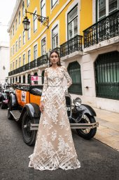 Wedding dresses Picassa Collection  Lisbon Lace  Silhouette  Sheath  Color  Cappuccino  Ivory  Neckline  Illusion  Sleeves  Long Sleeves  Fitted  Train  With train - foto 4