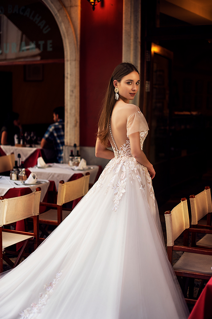 Wedding dresses Kessi Collection  Lisbon Lace  Silhouette  A Line  Color  Pink  Ivory  Neckline  Sweetheart  Sleeves  Off the Shoulder Sleeves  Train  With train - foto 4