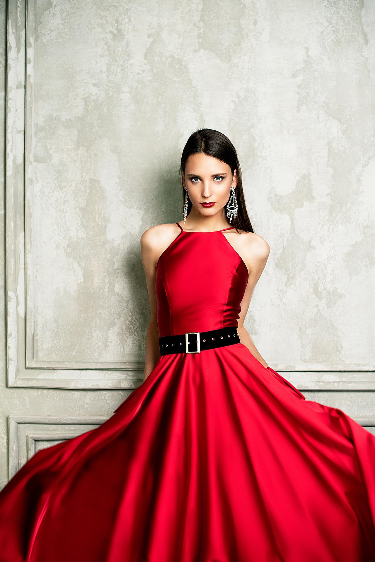 Evening dresses №1361-1 Silhouette  A Line  Color  Red  Neckline  Halter  Sleeves  Sleeveless  Train  No train - foto 2