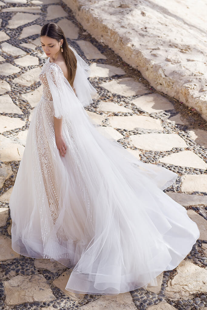 Wedding dresses Eos Collection  Fresh Touch  Silhouette  A Line  Color  Ivory  Neckline  Bateau (Boat Neck)  Sleeves  Detachable  Wide straps  Train  With train - foto 3