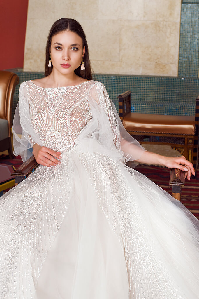 Wedding dresses Eos Collection  Fresh Touch  Silhouette  A Line  Color  Ivory  Neckline  Bateau (Boat Neck)  Sleeves  Detachable  Wide straps  Train  With train - foto 4