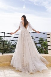 Wedding dresses Eos Collection  Fresh Touch  Silhouette  A Line  Color  Ivory  Neckline  Bateau (Boat Neck)  Sleeves  Detachable  Wide straps  Train  With train - foto 7