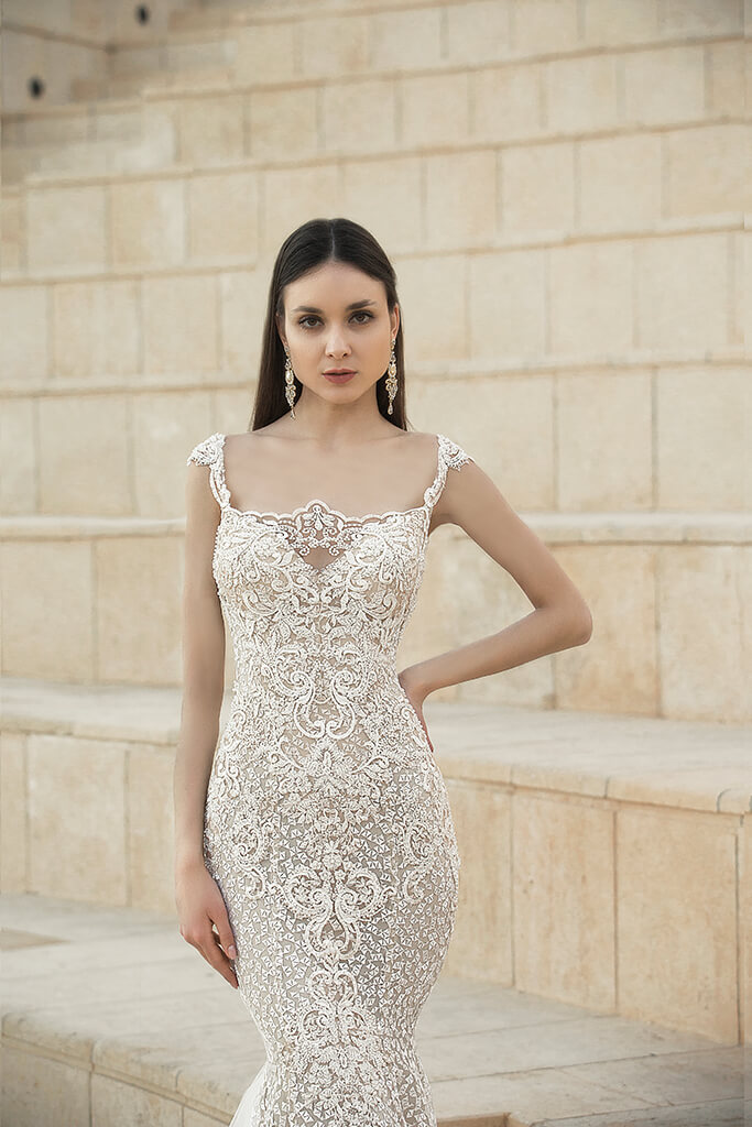 Wedding dresses Tigan Collection  Lisbon Lace  Silhouette  Fitted  Color  Cappuccino  Ivory  Neckline  Sweetheart  Sleeves  Wide straps  Train  With train - foto 3