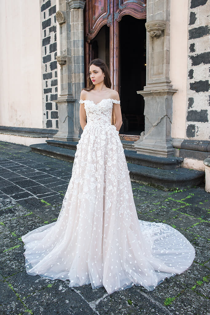 Wedding dresses Meadow Collection  Lisbon Lace  Silhouette  A Line  Color  Blush  Ivory  Neckline  Sweetheart  Sleeves  Off the Shoulder Sleeves  Train  With train - foto 2