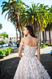 Wedding dresses Meadow Collection  Lisbon Lace  Silhouette  A Line  Color  Blush  Ivory  Neckline  Sweetheart  Sleeves  Off the Shoulder Sleeves  Train  With train - foto 4