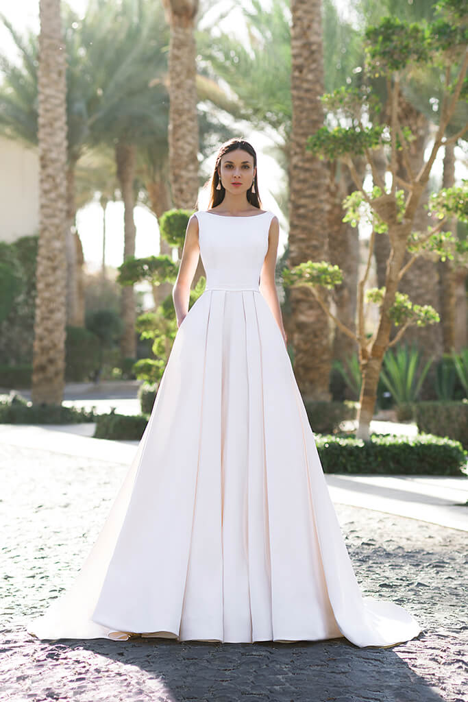 Wedding dresses Naddel Collection  Fresh Touch  Silhouette  A Line  Color  Сhampagne  Neckline  Bateau (Boat Neck)  Sleeves  Wide straps  Train  With train - foto 2