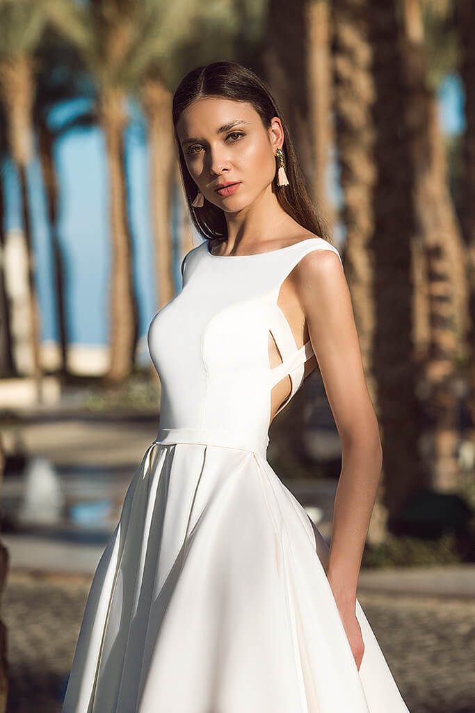 Wedding dresses Naddel Collection  Fresh Touch  Silhouette  A Line  Color  Сhampagne  Neckline  Bateau (Boat Neck)  Sleeves  Wide straps  Train  With train - foto 4