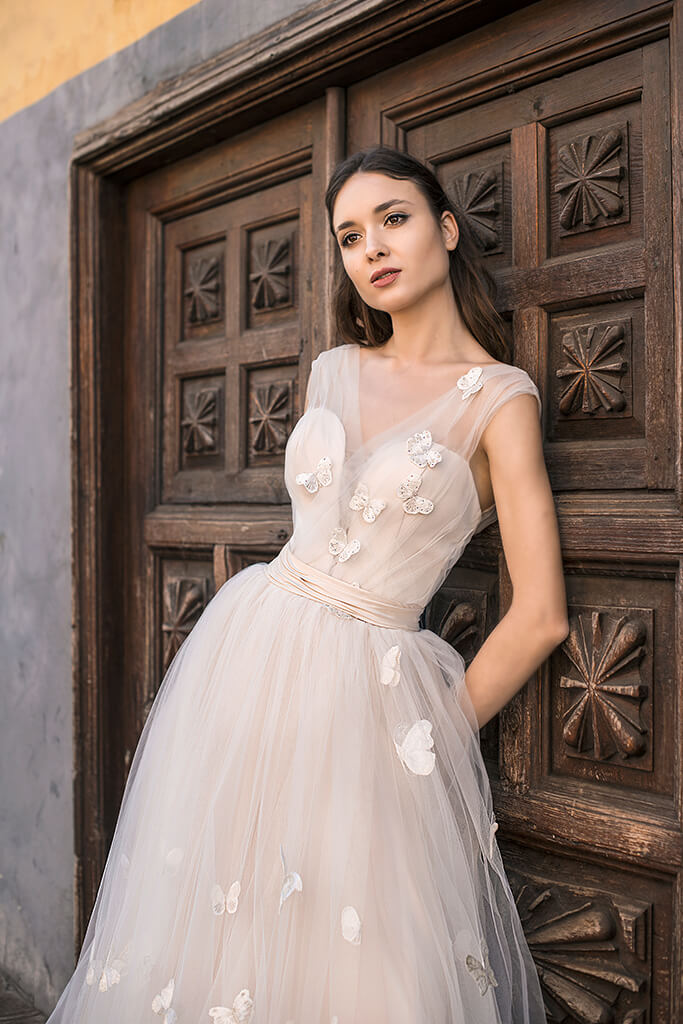 Wedding dresses Dayneris Collection  Lisbon Lace  Silhouette  A Line  Color  Cappuccino  Ivory  Neckline  Sweetheart  Sleeves  Wide straps  Train  With train - foto 3