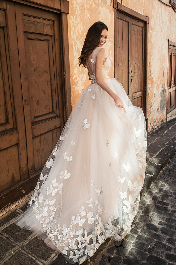 Wedding dresses Dayneris Collection  Lisbon Lace  Silhouette  A Line  Color  Cappuccino  Ivory  Neckline  Sweetheart  Sleeves  Wide straps  Train  With train - foto 4