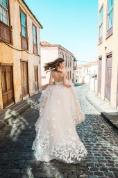 Wedding dresses Dayneris Collection  Lisbon Lace  Silhouette  A Line  Color  Cappuccino  Ivory  Neckline  Sweetheart  Sleeves  Wide straps  Train  With train - foto 5
