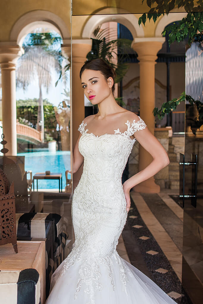 Wedding dresses Melisandra Collection  Fresh Touch  Silhouette  Mermaid  Color  Ivory  Neckline  Sweetheart  Sleeves  Off the Shoulder Sleeves  Train  With train - foto 4
