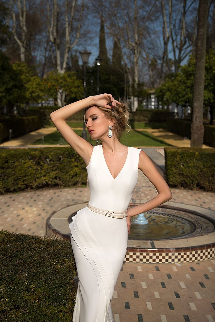 Wedding dresses Colette Collection  Iconic Look  Silhouette  Fitted  Color  Ivory  Neckline  Portrait (V-neck)  Sleeves  Wide straps  Train  With train - foto 2