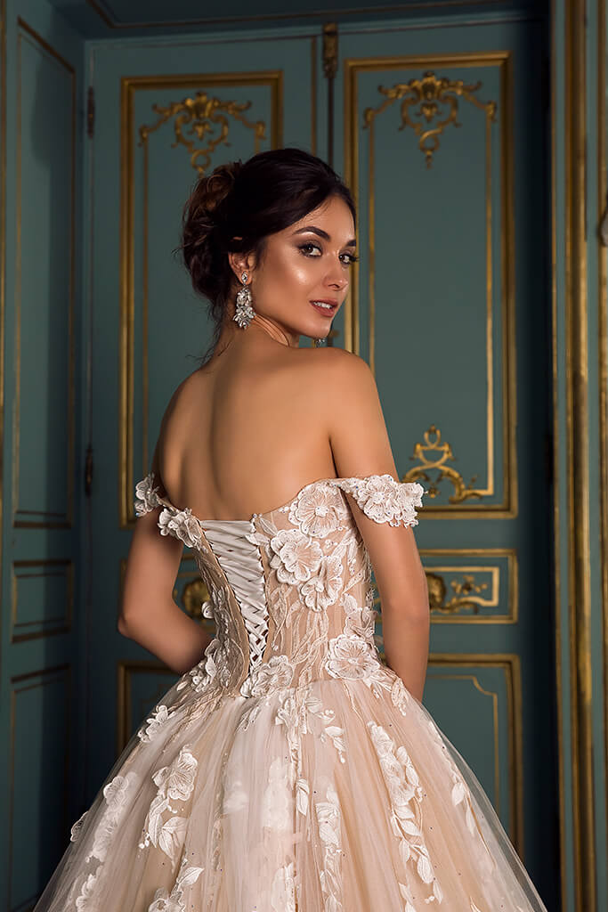 Wedding dresses Sansa Collection  Luxurious Spirit  Silhouette  Ball Gown  Color  Cappuccino  Ivory  Neckline  Sweetheart  Sleeves  Off the Shoulder Sleeves  Train  With train - foto 5