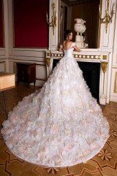 Suknie ślubne Eritea Kolekcja  Luxurious Spirit  Sylwetka  Princessa   Kolor  Różowy  Kremowy  Dekolt  Dekolt w kształcie serca  Rękawy  Opuszczony  Flex  Z trenem - foto 3