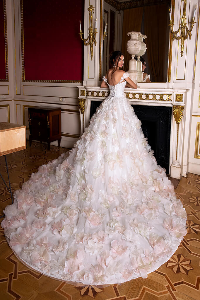 Wedding dresses Eritea Collection  Luxurious Spirit  Silhouette  Ball Gown  Color  Pink  Ivory  Neckline  Sweetheart  Sleeves  Off the Shoulder Sleeves  Train  With train - foto 3