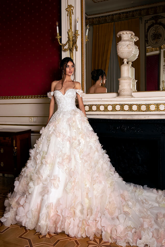 Wedding dresses Eritea Collection  Luxurious Spirit  Silhouette  Ball Gown  Color  Pink  Ivory  Neckline  Sweetheart  Sleeves  Off the Shoulder Sleeves  Train  With train - foto 4
