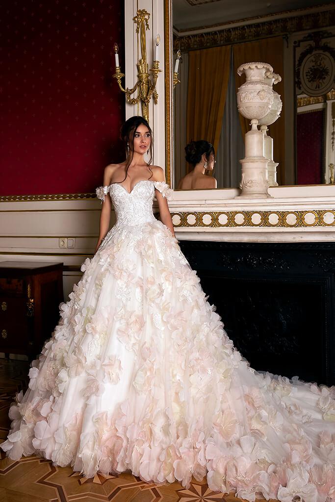 Suknie ślubne Eritea Kolekcja  Luxurious Spirit  Sylwetka  Princessa   Kolor  Różowy  Kremowy  Dekolt  Dekolt w kształcie serca  Rękawy  Opuszczony  Flex  Z trenem - foto 4