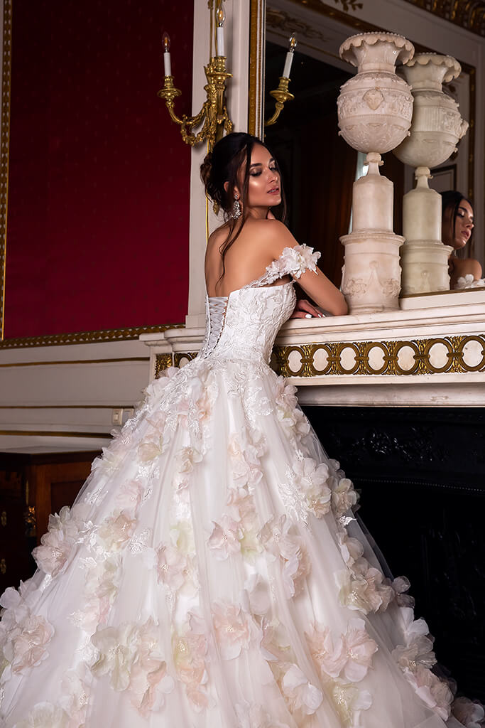 Wedding dresses Eritea Collection  Luxurious Spirit  Silhouette  Ball Gown  Color  Pink  Ivory  Neckline  Sweetheart  Sleeves  Off the Shoulder Sleeves  Train  With train - foto 5