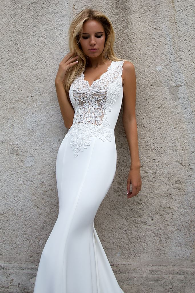 Wedding dresses Esme Collection  Supreme Classic  Silhouette  Fitted  Color  Ivory  Neckline  Portrait (V-neck)  Sleeves  Wide straps  Train  With train - foto 2