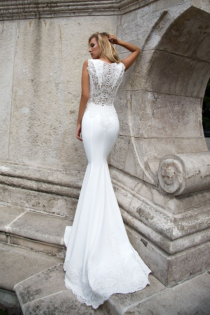 Wedding dresses Esme Collection  Supreme Classic  Silhouette  Fitted  Color  Ivory  Neckline  Portrait (V-neck)  Sleeves  Wide straps  Train  With train - foto 3