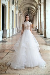 Wedding dresses Elba Collection  Lisbon Lace  Silhouette  A Line  Color  Ivory  Neckline  Mandarin  Sleeves  Petal  Train  With train - foto 4