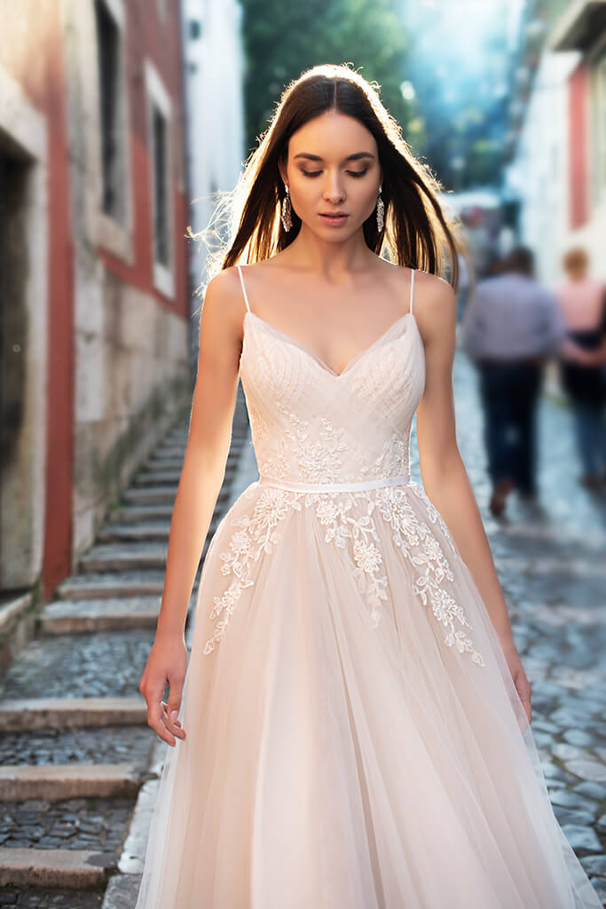 Wedding dresses Amal Collection  Lisbon Lace  Silhouette  A Line  Color  Cappuccino  Ivory  Neckline  Sweetheart  Sleeves  Spaghetti Straps  Train  With train - foto 2