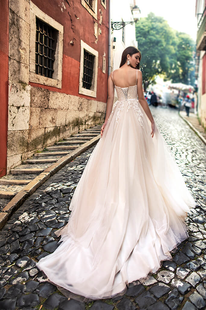 Wedding dresses Amal Collection  Lisbon Lace  Silhouette  A Line  Color  Cappuccino  Ivory  Neckline  Sweetheart  Sleeves  Spaghetti Straps  Train  With train - foto 3