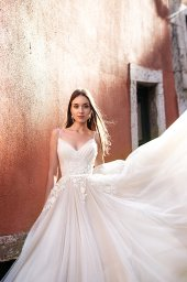 Wedding dresses Amal Collection  Lisbon Lace  Silhouette  A Line  Color  Cappuccino  Ivory  Neckline  Sweetheart  Sleeves  Spaghetti Straps  Train  With train - foto 4