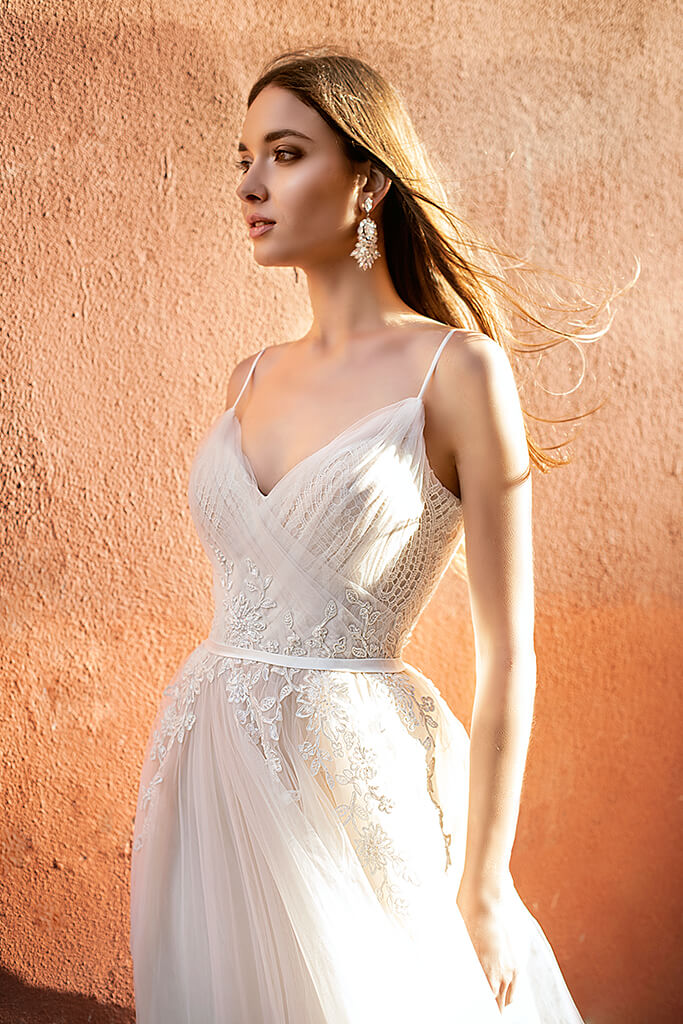 Wedding dresses Amal Collection  Lisbon Lace  Silhouette  A Line  Color  Cappuccino  Ivory  Neckline  Sweetheart  Sleeves  Spaghetti Straps  Train  With train - foto 5