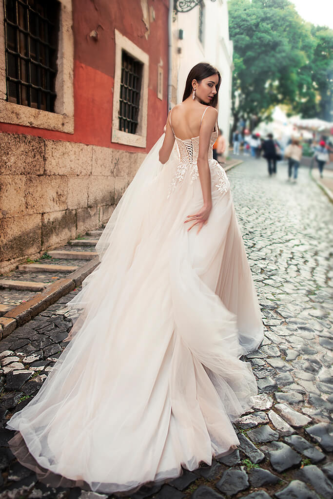 Wedding dresses Amal Collection  Lisbon Lace  Silhouette  A Line  Color  Cappuccino  Ivory  Neckline  Sweetheart  Sleeves  Spaghetti Straps  Train  With train - foto 6