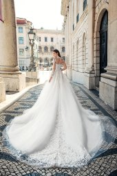 Wedding dresses Nikhan Collection  Lisbon Lace  Silhouette  A Line  Color  Ivory  Neckline  Sweetheart  Mandarin  Sleeves  Long Sleeves  Fitted  Train  With train - foto 3