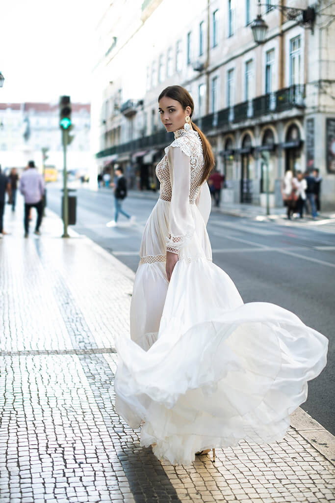 Wedding dresses Joyce Collection  Lisbon Lace  Silhouette  A Line  Color  Ivory  Neckline  Mandarin  Sleeves  Long Sleeves  Bishop  Train  No train - foto 3