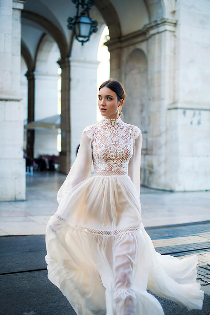Wedding dresses Joyce Collection  Lisbon Lace  Silhouette  A Line  Color  Ivory  Neckline  Mandarin  Sleeves  Long Sleeves  Bishop  Train  No train - foto 6