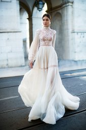 Wedding dresses Joyce Collection  Lisbon Lace  Silhouette  A Line  Color  Ivory  Neckline  Mandarin  Sleeves  Long Sleeves  Bishop  Train  No train - foto 7