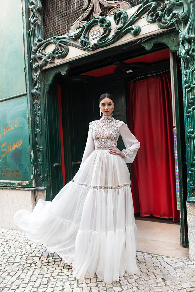 Wedding dresses Joyce Collection  Lisbon Lace  Silhouette  A Line  Color  Ivory  Neckline  Mandarin  Sleeves  Long Sleeves  Bishop  Train  No train - foto 8