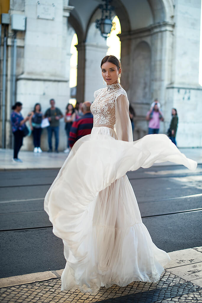 Wedding dresses Joyce Collection  Lisbon Lace  Silhouette  A Line  Color  Ivory  Neckline  Mandarin  Sleeves  Long Sleeves  Bishop  Train  No train - foto 9
