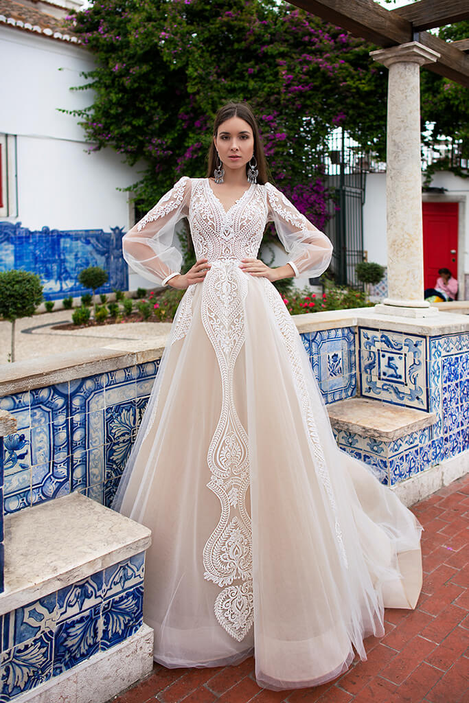 Wedding dresses Lexie Collection  Lisbon Lace  Silhouette  A Line  Color  Ivory  Neckline  Portrait (V-neck)  Sleeves  Long Sleeves  Balloon  Train  With train - foto 5