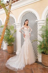 Wedding dresses Gustava Collection  Fresh Touch  Silhouette  Fitted  Color  Cappuccino  Ivory  Neckline  Sweetheart  Portrait (V-neck)  Illusion  Sleeves  Long Sleeves  Fitted  Train  With train - foto 3