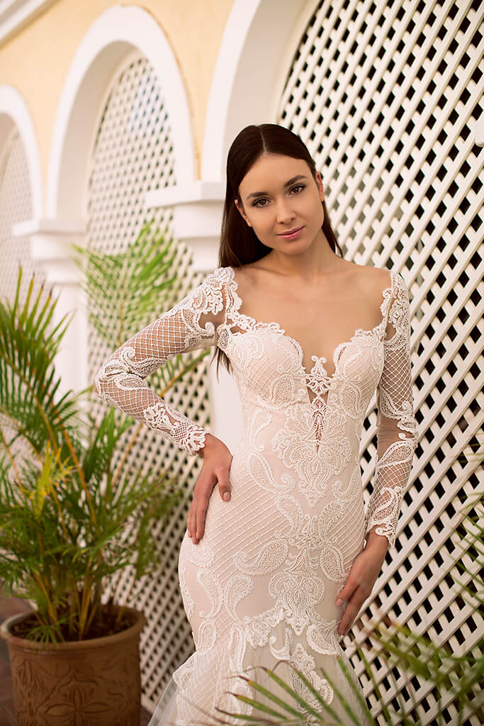 Wedding dresses Gustava Collection  Fresh Touch  Silhouette  Fitted  Color  Cappuccino  Ivory  Neckline  Sweetheart  Portrait (V-neck)  Illusion  Sleeves  Long Sleeves  Fitted  Train  With train - foto 4