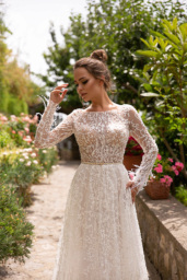 Wedding dresses Eveline Collection  Dolce Italia  Silhouette  Sheath  Color  Ivory  Neckline  Bateau (Boat Neck)  Sleeves  Long Sleeves  Fitted  Train  No train - foto 3