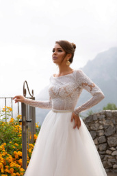 Wedding dresses Nora Collection  Dolce Italia  Silhouette  A Line  Color  Silver  Ivory  Neckline  Bateau (Boat Neck)  Sleeves  Long Sleeves  Fitted  Train  With train - foto 2