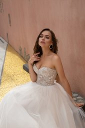 Wedding dresses Ebi Collection  Dolce Italia  Silhouette  A Line  Color  Cappuccino  Ivory  Neckline  Sweetheart  Sleeves  Sleeveless  Train  With train - foto 3