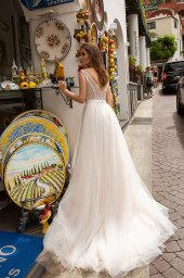 Wedding dresses Freya Collection  Dolce Italia  Silhouette  A Line  Color  Ivory  Neckline  Portrait (V-neck)  Illusion  Sleeves  Wide straps  Train  With train - foto 2
