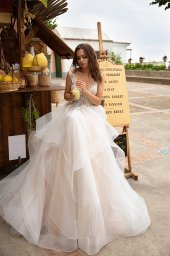 Wedding dresses Keira Collection  Dolce Italia  Silhouette  A Line  Color  Silver  Ivory  Neckline  Portrait (V-neck)  Sleeves  Wide straps  Train  With train - foto 5