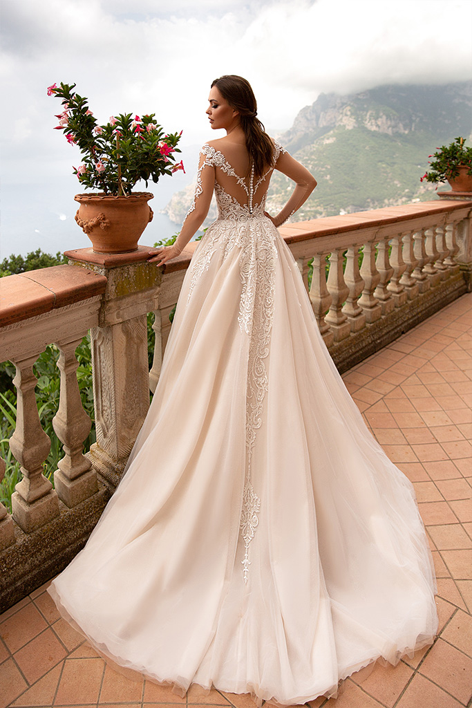 Wedding dresses Georgia Collection  Dolce Italia  Silhouette  A Line  Color  Ivory  Neckline  Sweetheart  Portrait (V-neck)  Illusion  Sleeves  Long Sleeves  Fitted  Train  No train - foto 2