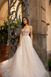 Wedding dresses Alice Collection  Dolce Italia  Silhouette  A Line  Color  Gold  Ivory  Neckline  Sweetheart  Sleeves  Wide straps  Train  With train - foto 2