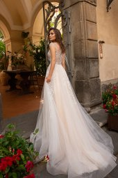 Wedding dresses Alice Collection  Dolce Italia  Silhouette  A Line  Color  Gold  Ivory  Neckline  Sweetheart  Sleeves  Wide straps  Train  With train - foto 3