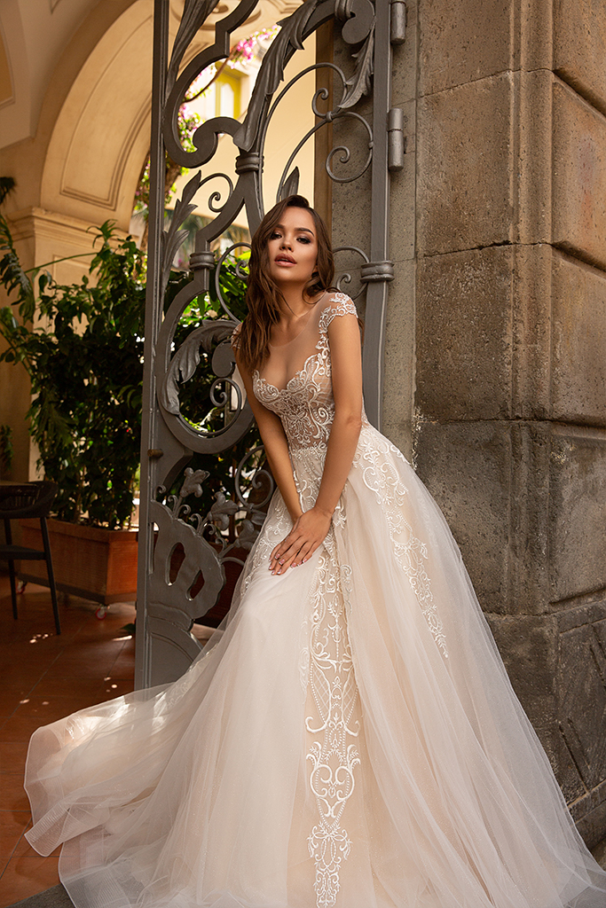 Wedding dresses Alice Collection  Dolce Italia  Silhouette  A Line  Color  Gold  Ivory  Neckline  Sweetheart  Sleeves  Wide straps  Train  With train - foto 5